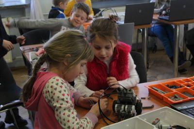 Dzieci podczas warsztatów