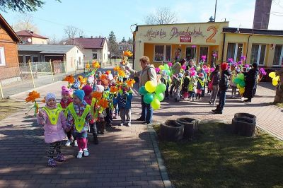 Przedszkolaki na spacerze