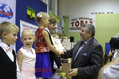 Burmistrz Miasta wręczający nagrody