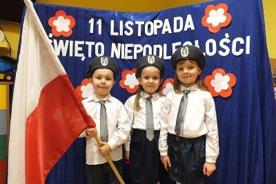 Przedszkolaki z flagą