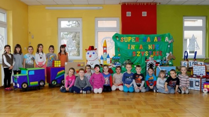 Przedszkolaki biorące udział w szkoleniu