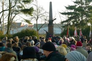 Uroczystość pod pomnikiem ks. brzóski