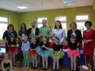 Przedszkolaki i jury konkursu