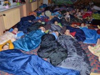 Przedszkolaki w śpiworach