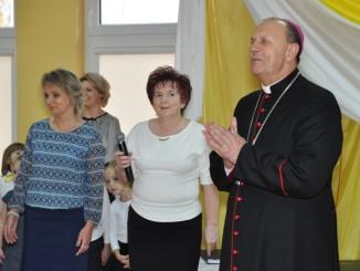 Biskup na spotkaniu z przedszkolakami
