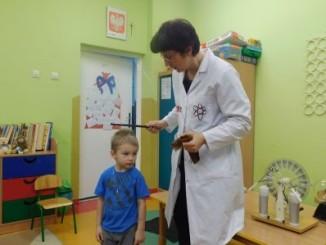 Przedszkolak podczas zajęć