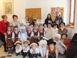 Przedszkolaki i uczestnicy spotkania