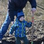 foto: Leśna Kraina sadzi las z harcerzami - 5 1 150x150