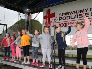 Młodzi artyści podczas koncertu