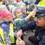 foto: Czapka , gwizdek, ręka w górę. Uwaga! Pan policjant ruchem kieruje! - DSCF4031 150x150
