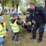 foto: Czapka , gwizdek, ręka w górę. Uwaga! Pan policjant ruchem kieruje! - DSCF4080 150x150