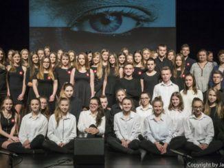 Młodzież podczas występu
