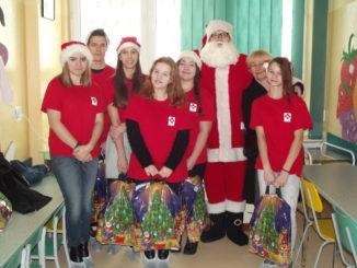 Święty Mikołaj na oddziale dziecięcym