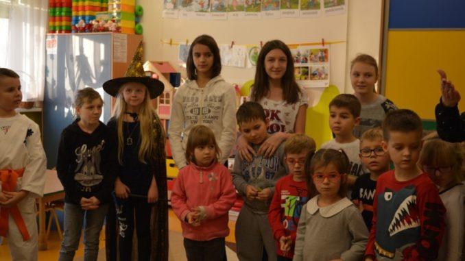 Dzieci biorące udział w akcji