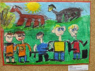 Przedszkolaki z pracami konkursowymi