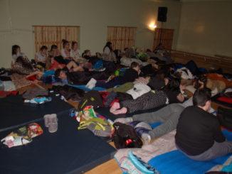 Uczniowie podczas Nocy w Szkole
