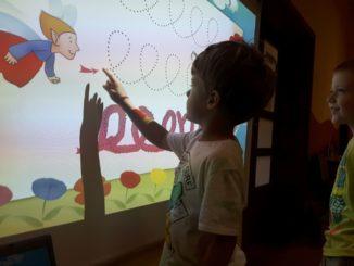 Przedszkolak podczas zabawy