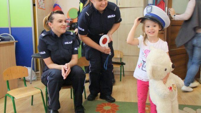 Przedszkolaki na spotkaniu z policjantami