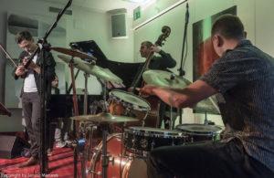 foto: Jazz na smyczkach, czyli koncert Mateusza Smoczyńskiego! - DSC3925 300x195