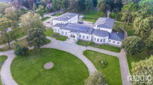 foto: O Sokołowie Podlaskim na Zamku Królewskim - pałac przezdziatka z drona 300x168