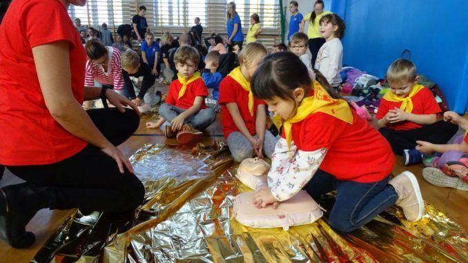 Przedszkolaki biorące udział w akcji