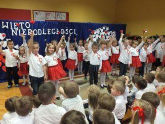 Przedszkolaki podczas Święta Niepodległości