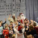 foto: Święty Mikołaj ponownie odwiedził Miejską Bibliotekę Publiczną - M27 1 150x150