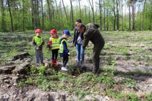 foto: Światowy Dzień Ziemi -100 drzew na 100-lecie Niepodległości - 5 300x200