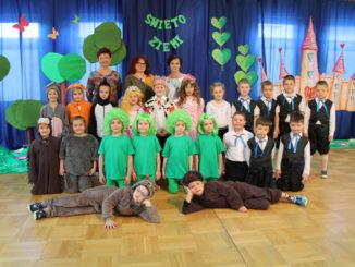 Przedszkolaki podczas Dnia Ziemi