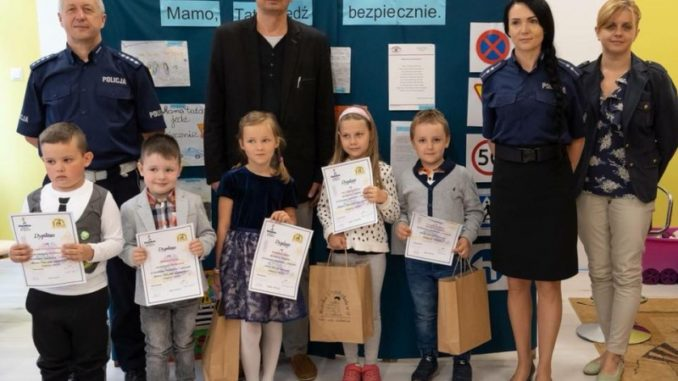 Przedszkolaki na rozdaniu nagród