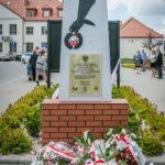 foto: Odsłonięto pomnik  Pamięci sokołowian-Żołnierzy Armii Krajowej, cichociemnych - spadochroniarzy walczących o Niepodległość Ojczyzny - 6T6A8949 150x150