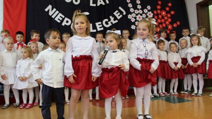 Przedszkolaki podczas występów