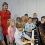 foto: Przedszkolaki z MP2 odwiedziły Szkołę Muzyczną I Stopnia - P1070508 150x150
