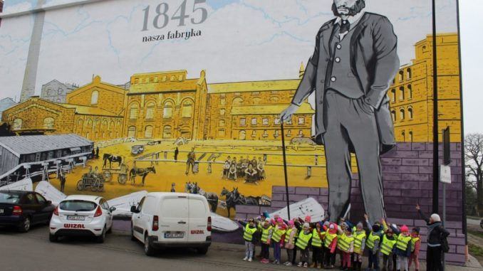 Przedszkolaki na wycieczce historycznej