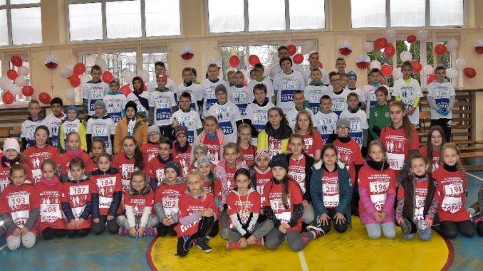 Uczniowie podczas biegu