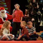 Dzieci na spotkaniu z Mikołajem