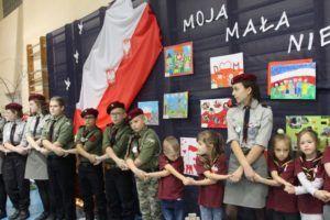 """foto: """"Pamiętamy..."""" - kominek patriotyczny w Leśnej Krainie - 18 300x200"""