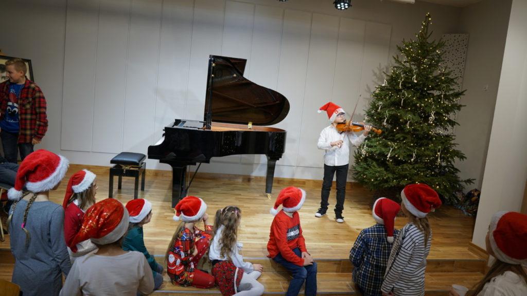foto: Muzyczne podsumowanie I semestru w Szkole Muzycznej - 14 1 1024x576