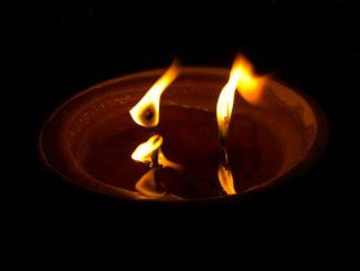 Płonący znicz