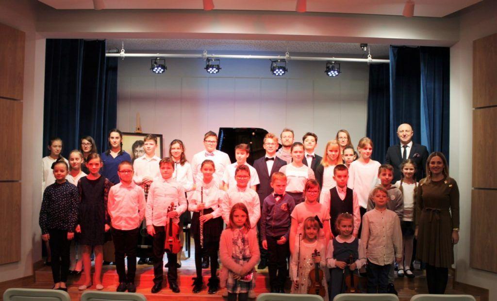foto: Koncert Zimowy w wykonaniu uczniów Szkoły Muzycznej - 1 3 1024x621