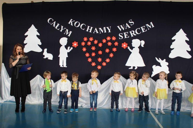 foto: Przedszkolaki podczas występu - 1