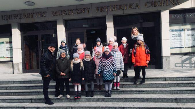 Uczniowie w filharmonii