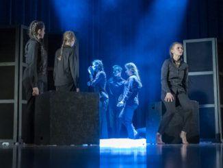 Aktorzy podczas występów