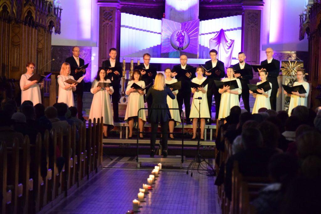 "foto: ""Adoramus Te Christe"" – koncert pasyjny Chóru Kameralnego KOE - DSC 0039 1024x682"