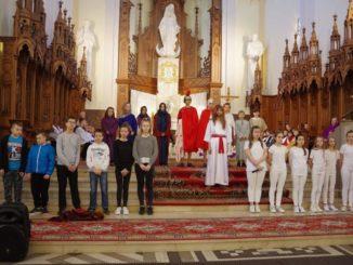 Uczniowie podczas przedstawienia
