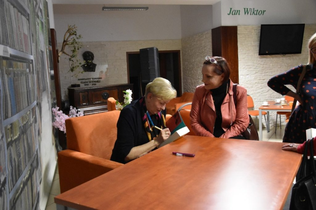 foto: Spotkanie autorskie Krystyny Kofty w MBP - DSC 0055 1024x682