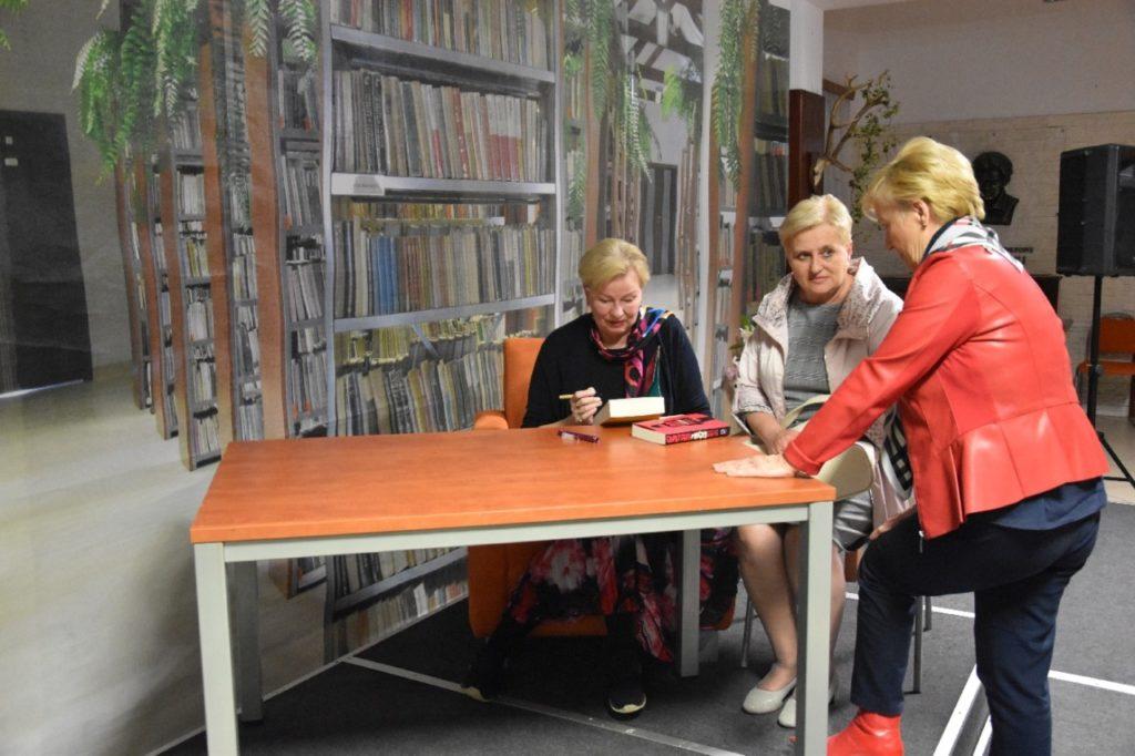 foto: Spotkanie autorskie Krystyny Kofty w MBP - DSC 0061 1024x682