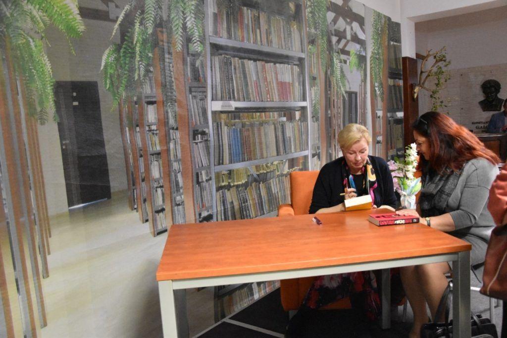 foto: Spotkanie autorskie Krystyny Kofty w MBP - DSC 0054 1024x682