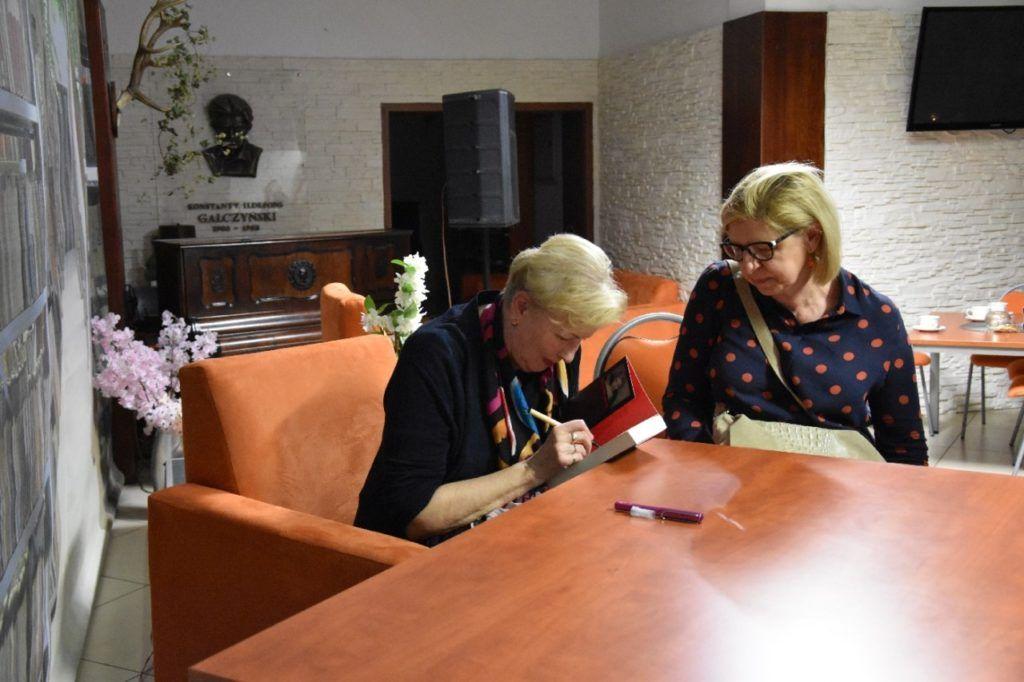 foto: Spotkanie autorskie Krystyny Kofty w MBP - DSC 0056 1024x682