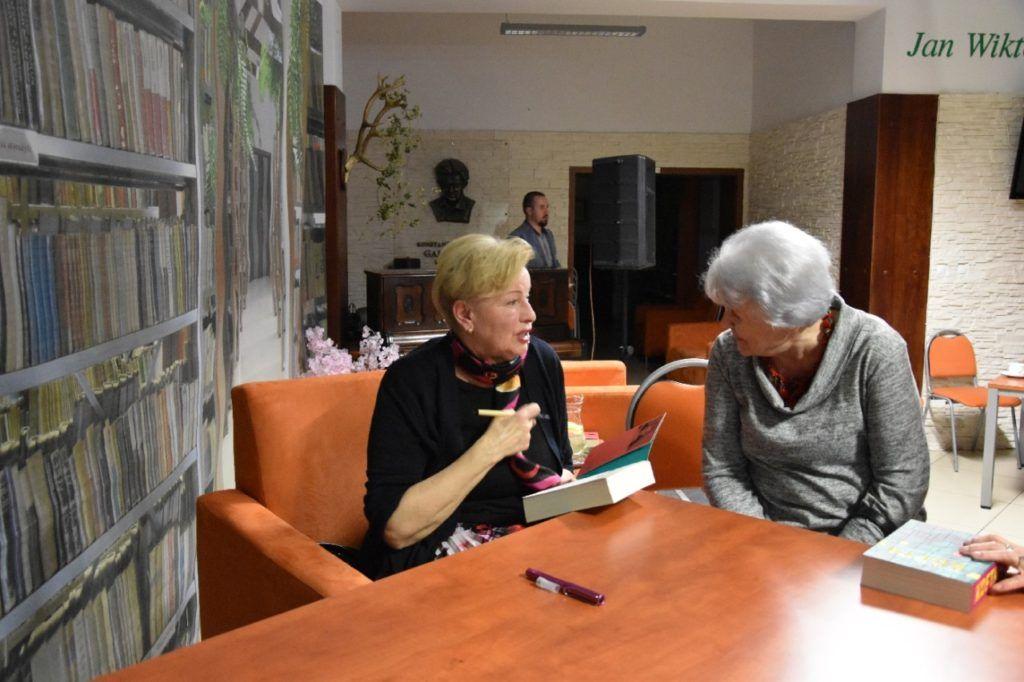 foto: Spotkanie autorskie Krystyny Kofty w MBP - DSC 0057 1024x682